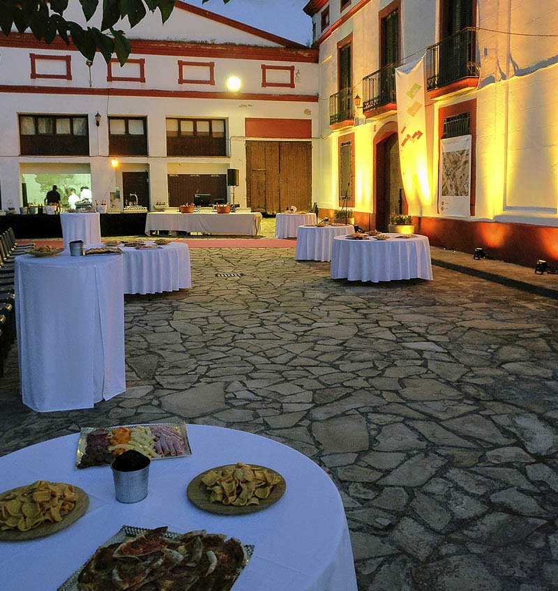 Restaurant El Palau Vell a Sant Andreu de la Barca, Fotografia de càtering a l'exterior